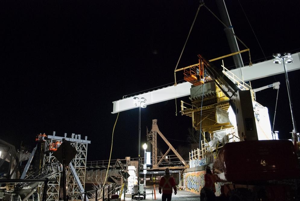 Installation des premières poutres de la structure aérienne - Avril 2019