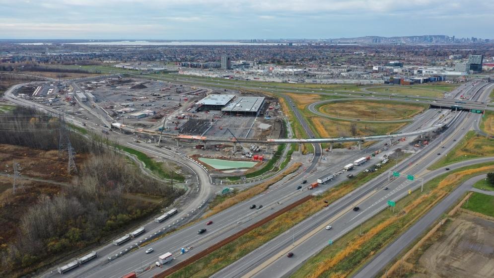 Station Rive-Sud, centre de maintenance et d'opération, structure aérienne au-dessus de l'autoroute 10