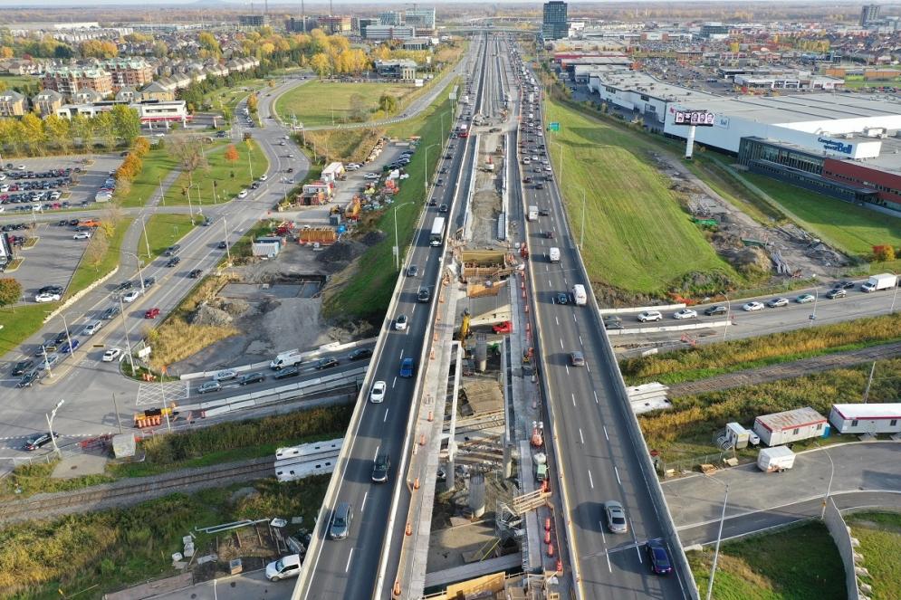 Ajout d'un viaduc au centre de l'autoroute 10, au-dessus de l'avenue Malo et du boulevard Leduc