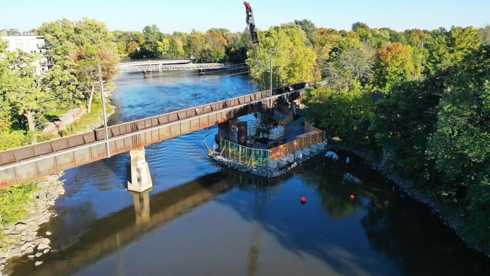 Jetée pour la construction du nouveau pont de la Rivière-des-Prairies
