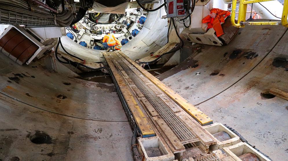 Les équipes procèdent aux derniers tests avant le départ du tunnelier en octobre 2020.