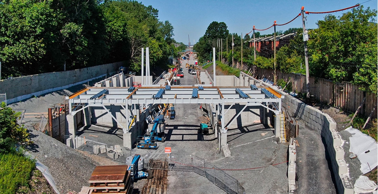 Canora station: the steel structure rises (August 2020)
