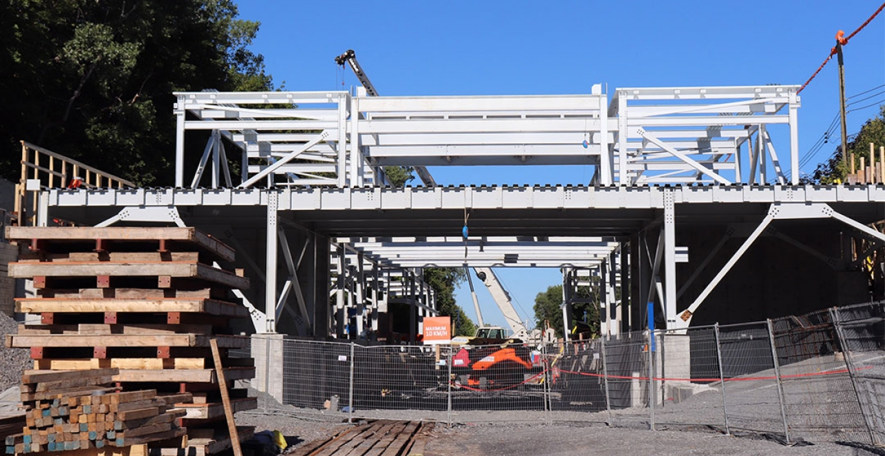 Canora station: the steel structure rises (September 2020)
